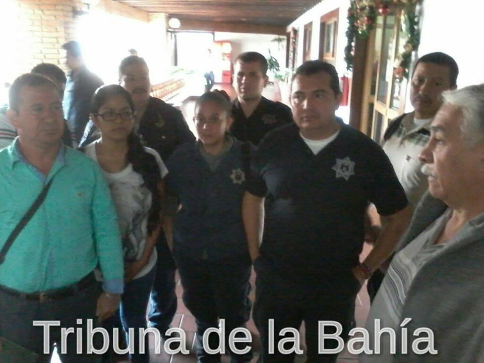 Policías despedidos en Puerto Vallarta inconformes con su liquidación
