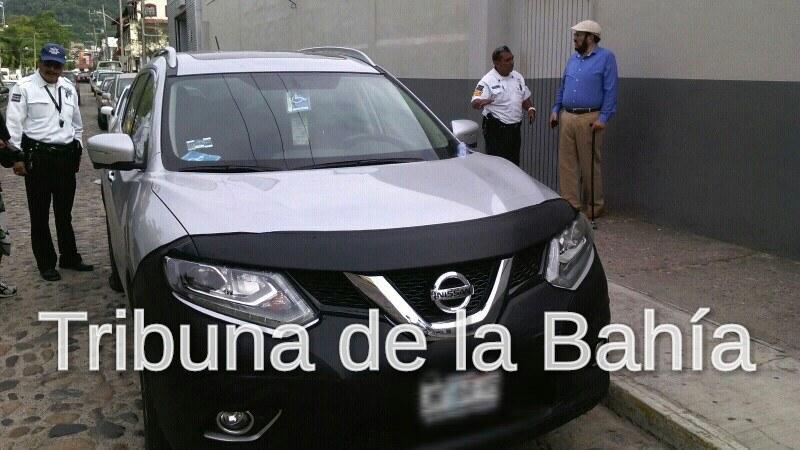 """""""Poncha llantas"""" intentan asaltar a director de Turismo en Puerto Vallarta"""
