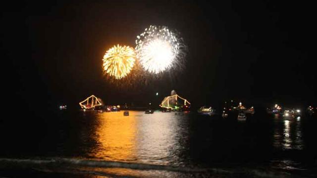 Con espectacular show de fuegos  artificiales, PV recibe el 2016