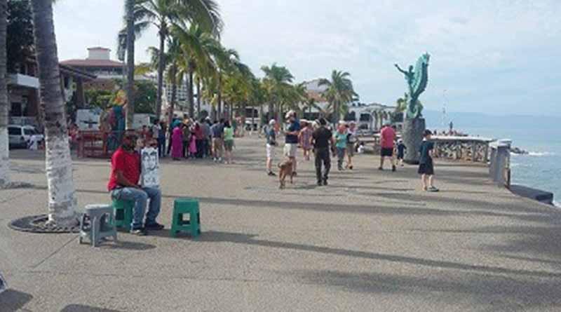 Llegan miles de turistas a Vallarta en esta temporada vacacional