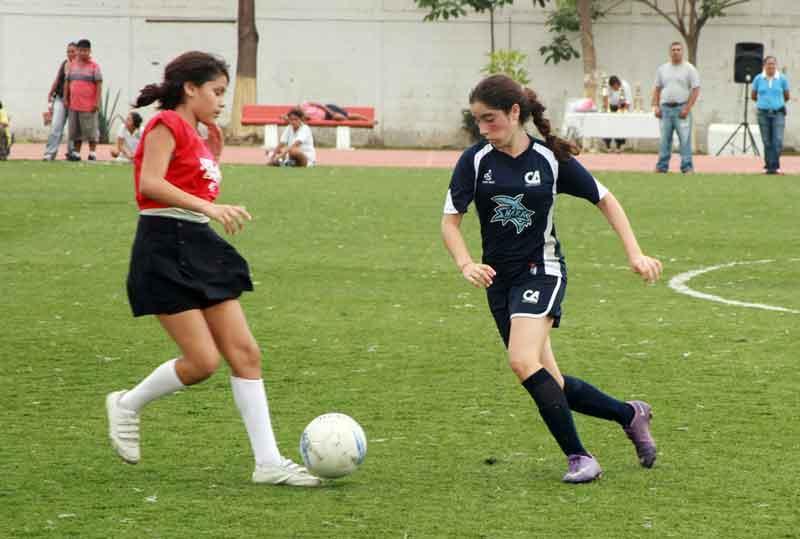 Colegio Americano y Arkos  líderes en la Rágafa futbolera