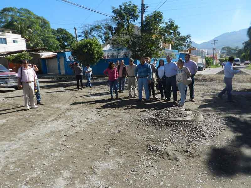 Rehabilitan calles con  rezago de más de 40 años