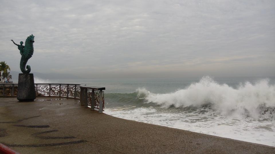Cierran nuevamente  playas por mar de fondo