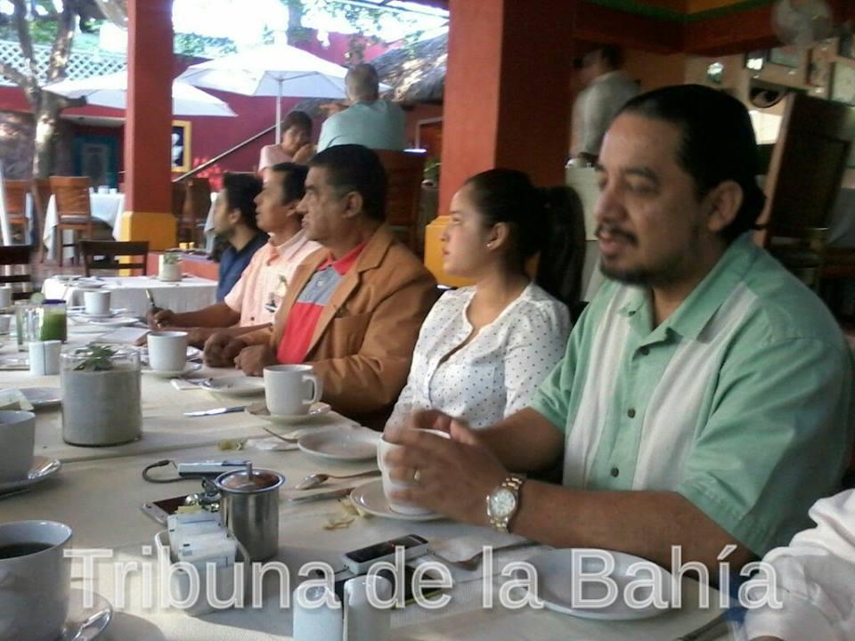 Vecinos de Emiliano Zapata plantean acciones ante problemática de banquetas
