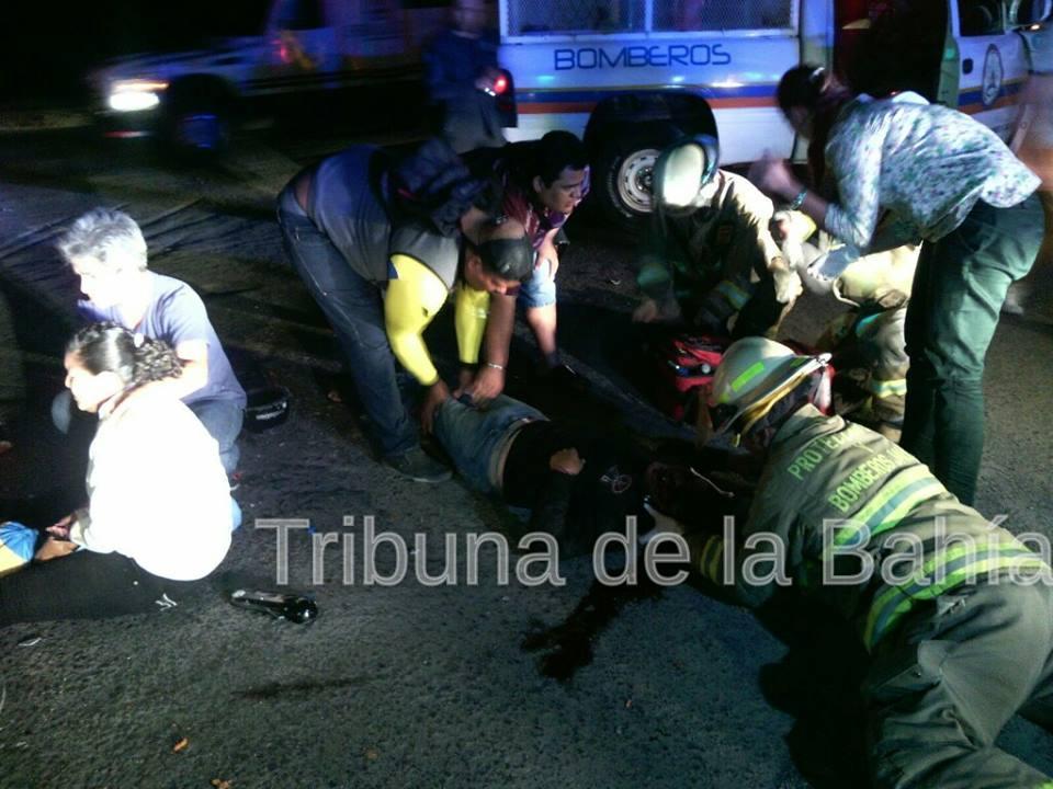 Motociclista gravemente herido al chocar con camioneta