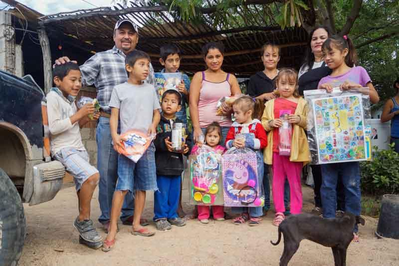 Entrega el DIF juguetes  a miles de niños de PV