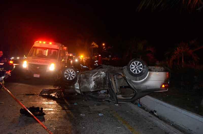 Menor fallece tras volcar vehículo en que viajaba