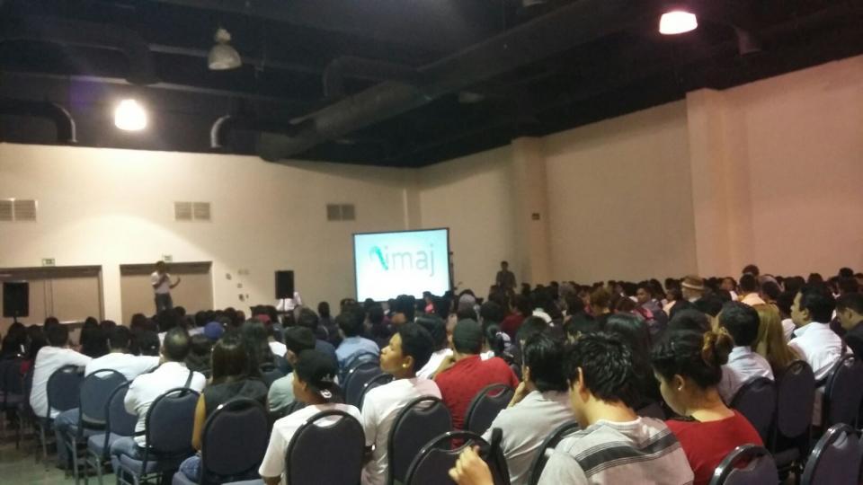 Más de 600 jóvenesparticipanen la conferencia'Sistema de Creencias'