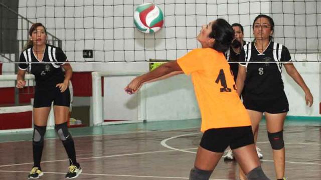 Intercolonias y Revolution suman  triunfos en el regreso del voleibol