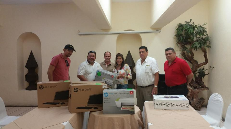 Ayuntamiento de Puerto Vallarta recibe donación de computadoras