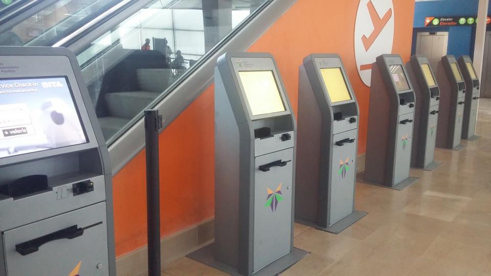 Instala aeropuerto de la ciudad más kioscos de información para pasajeros