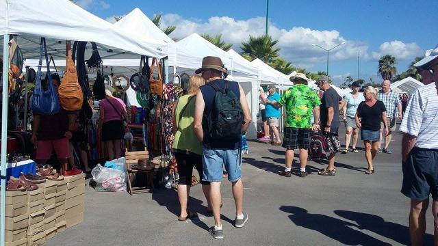 Éxito rotundo sigue teniendo el Riviera Farmers Market