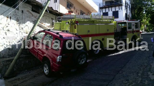 En picada camión de Bomberos Puerto Vallarta