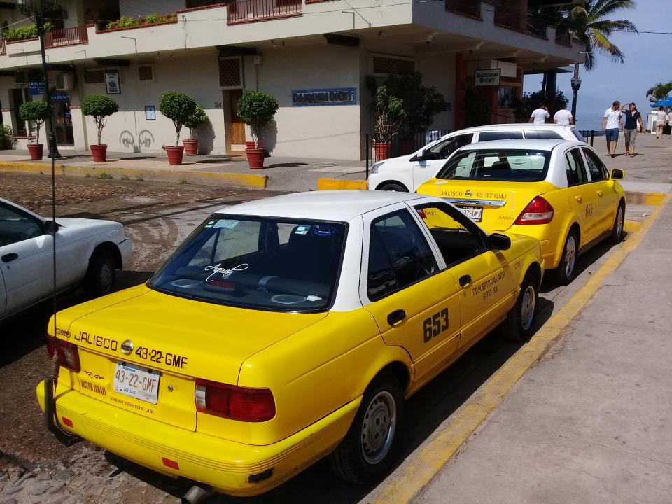 Deberán renovar vehículo  40% de taxistas en Jalisco