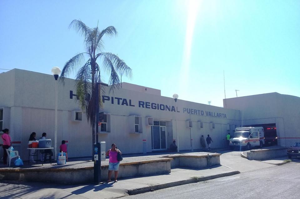 Promete Salud Federal ambulancias  y equipamiento al Hospital Regional