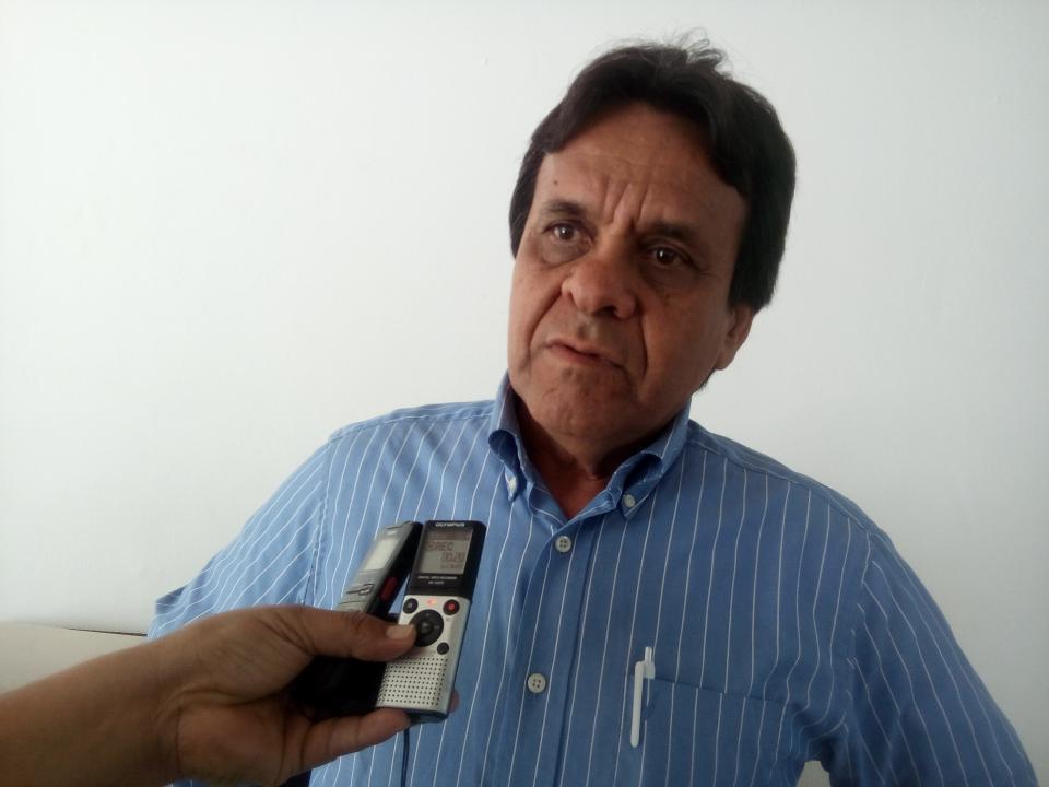 Antonio Echevarría, viene a Bahía  a entrega escrituras de vivienda