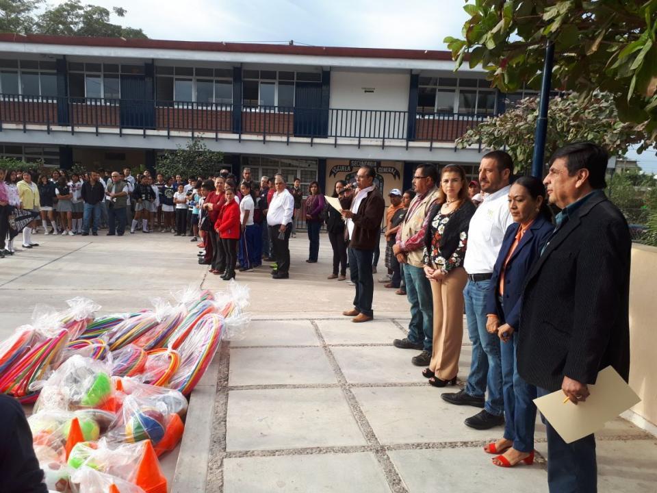 Apoyará Ayuntamiento a  escuelas de Puerto Vallarta