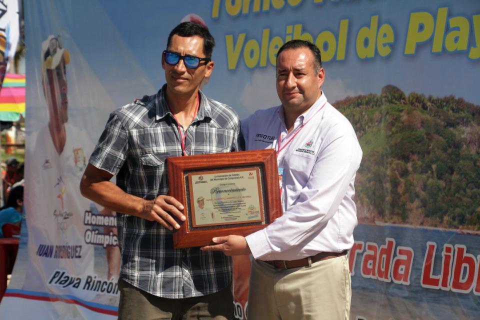 Homenaje a Olímpicos Nayaritas  Rodríguez y Virgen en Guayabitos