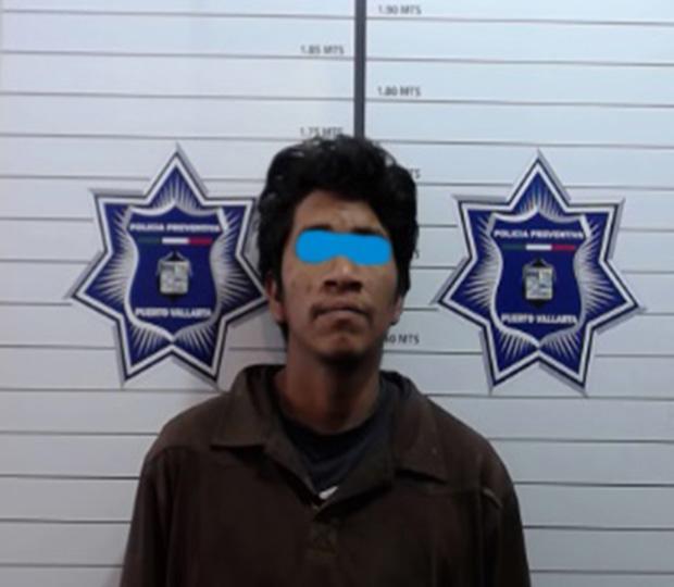 Policías municipales detienen  a sujeto con orden de aprensión