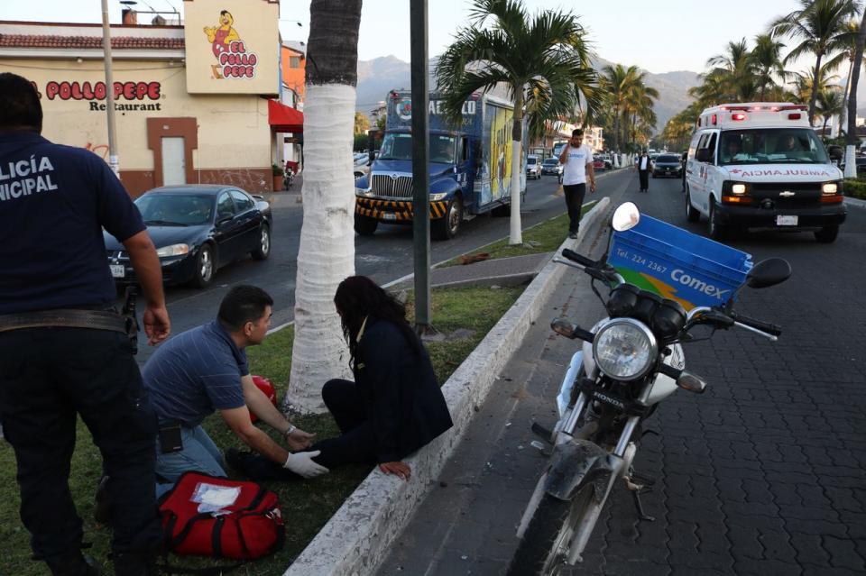 Motociclista atropelló  a una jovencita