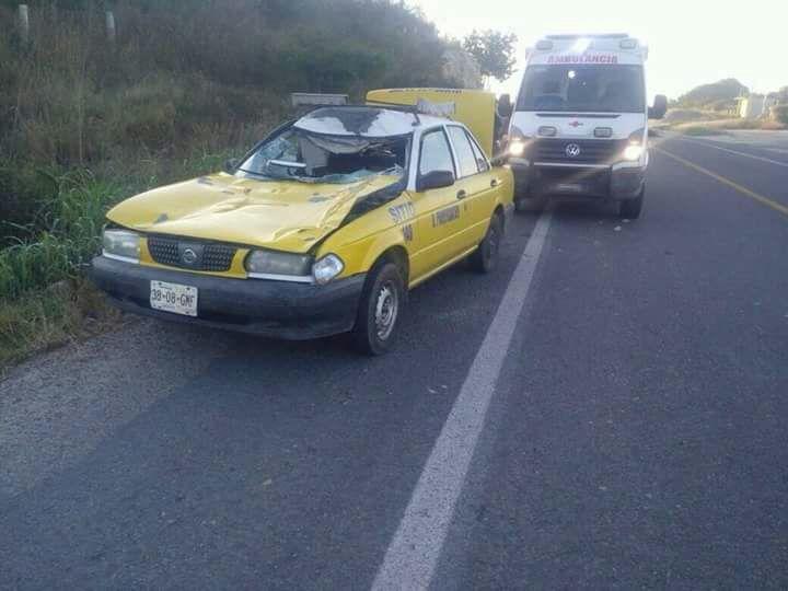 Taxista choca con caballo,  lo mata y el resulta herido