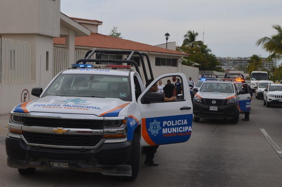Reportan Mercedes sospechoso  y movilizan a Policías