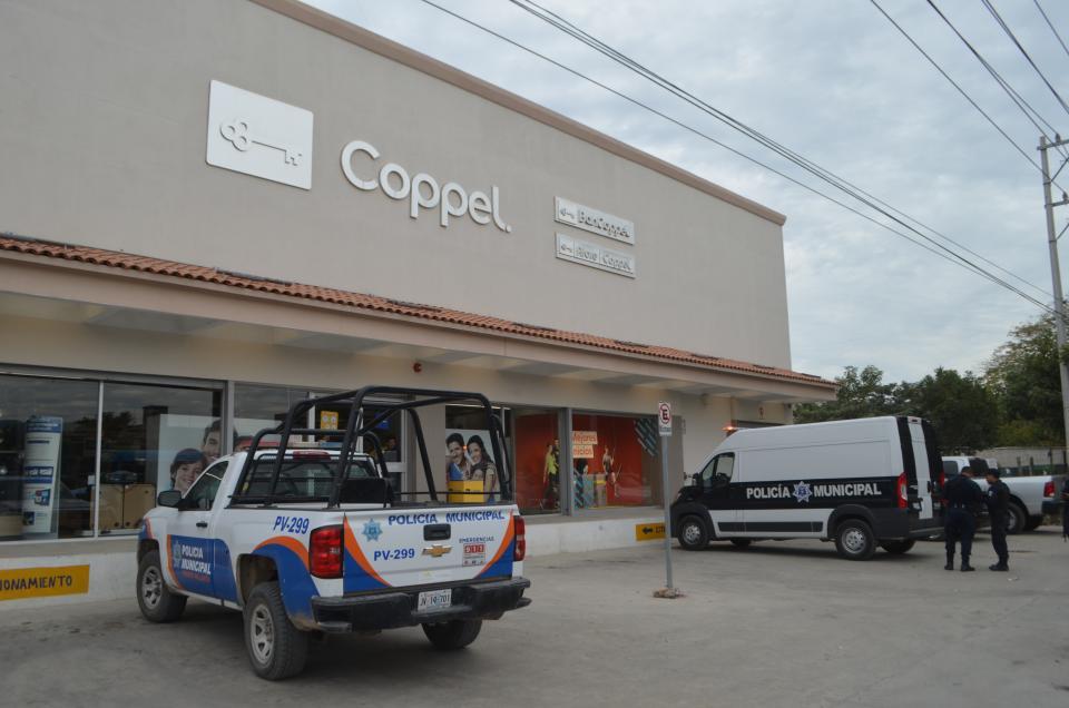 Roban a mano armada  banco en Ixtapa