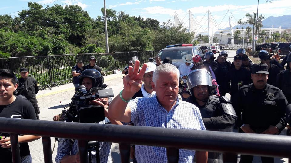 Maestros del CNTE marcharon en  repudio por el Congreso del SNTE