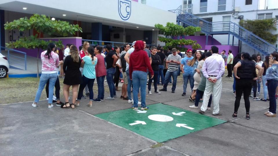 Continúan revisiones en edificios  y viviendas de Jalisco tras sismos