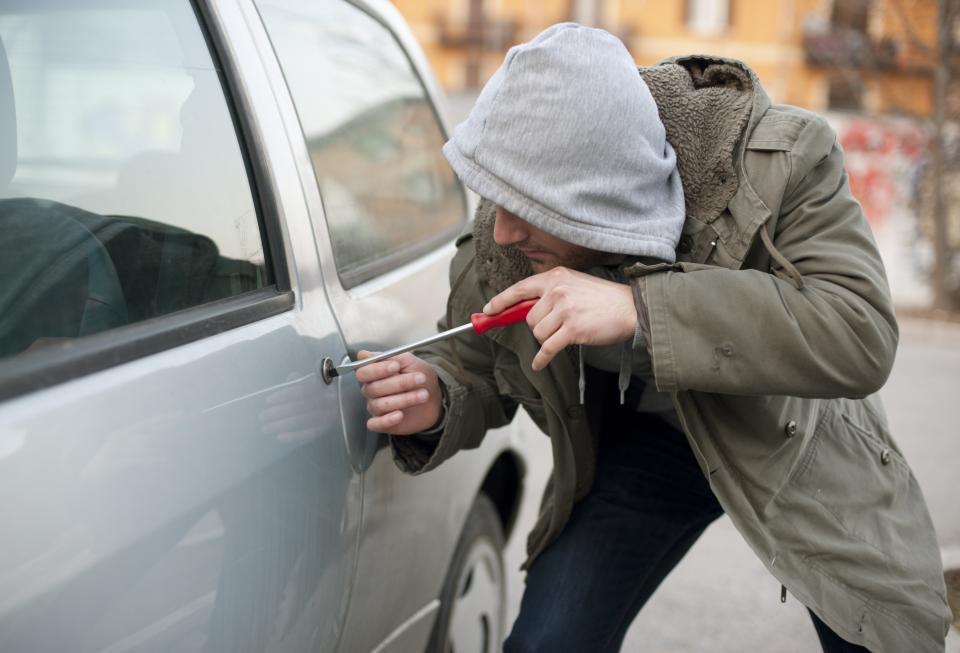 Aconsejan qué hacer para evitar ser  víctimas de robo de autos y motos