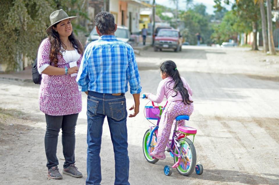 Supera Gaby Velasco la cantidad de  firmas solicitadas por el IECP