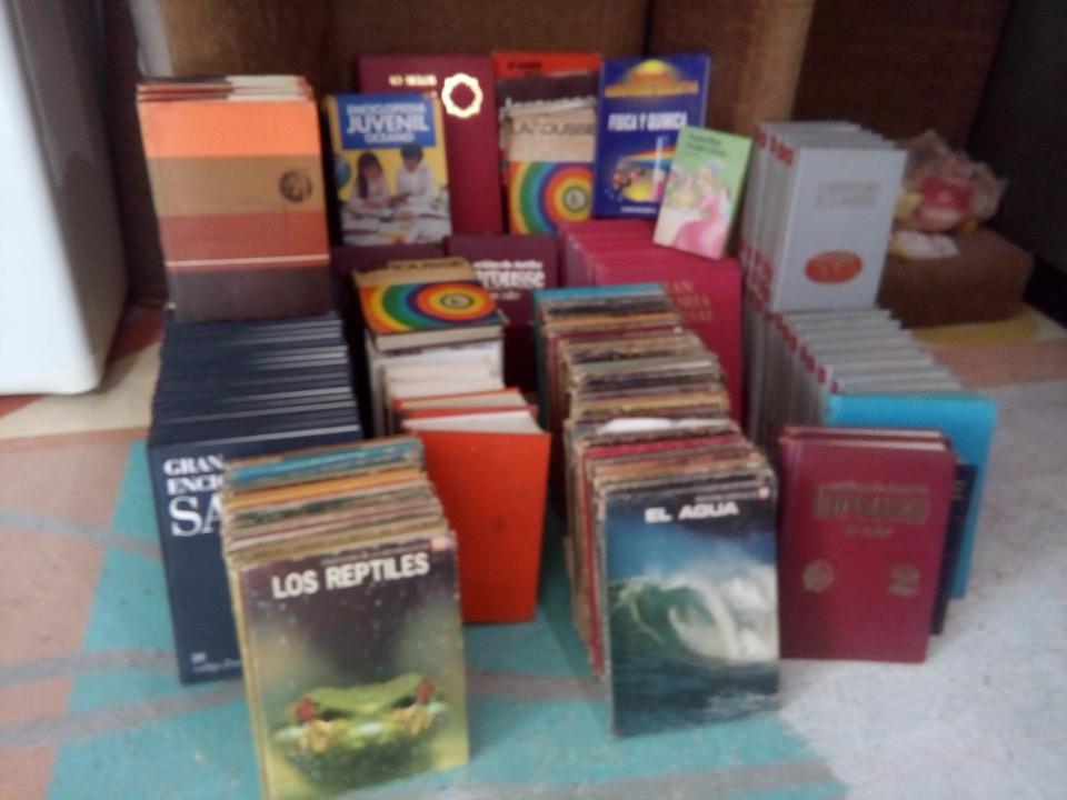 Donan nuevo acervo  bibliográfico para biblioteca