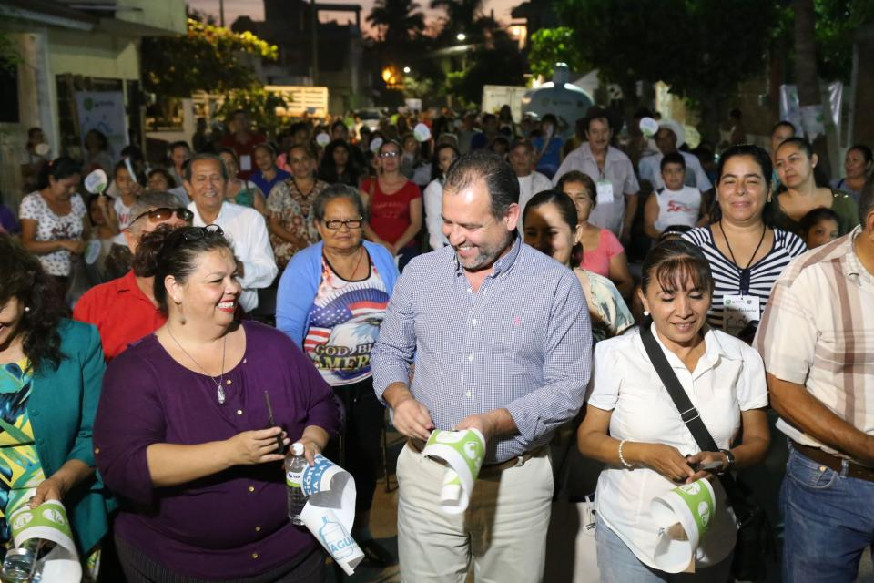 Inaugura Andrés González  Aguamático de La Floresta