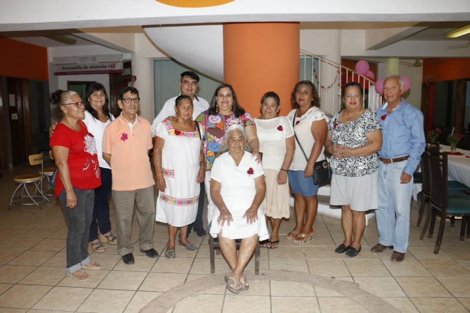 Grupos de la tercera edad del  DIF celebran su aniversario