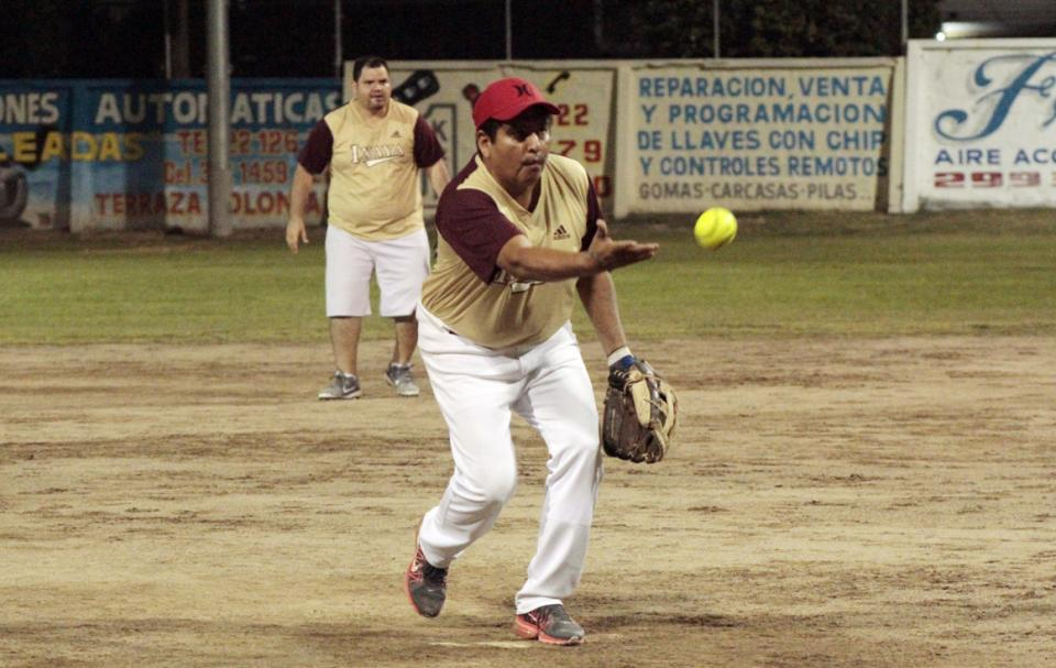 SOFTBOL DE TERCERA FUERZA…    Rizo's le pega a Cepillos