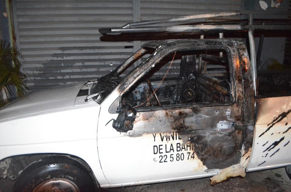 Manos criminales le prenden  fuego a camioneta