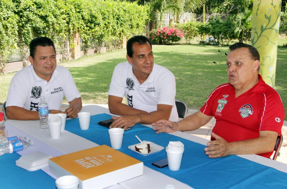 Reciben tocheros al Presidente de  Federación de Futbol Americano
