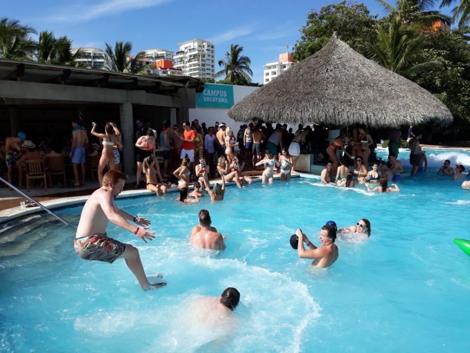 Disfrutan Spring Breakers  de Puerto Vallarta