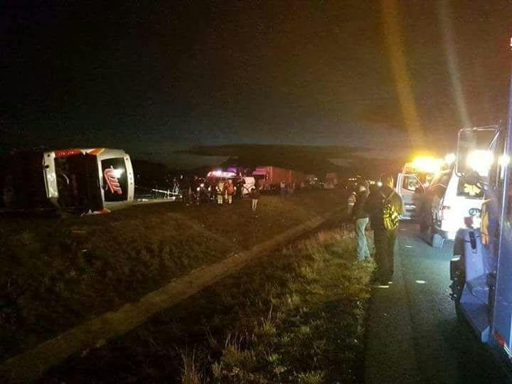 Una persona muerta saldo de accidente de camión que transportaba derechohabientes del IMSS