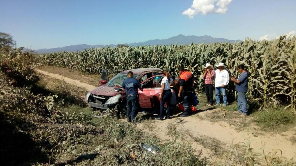Volcadura en el paso del Guayabo deja un herido