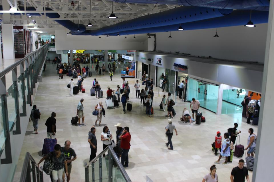 También por aire llegan turistas a  PV para este periodo vacacional