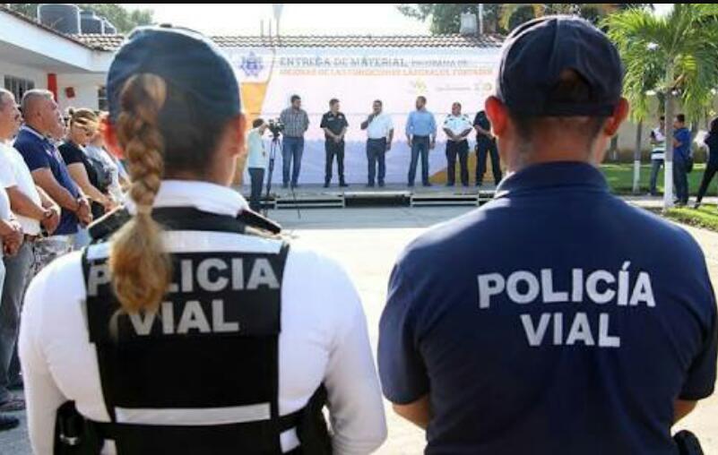 LLEGADA MASIVA DE TURISTAS…    En Jueves Santo llegaron 40 autos  por minuto por la carretera 200