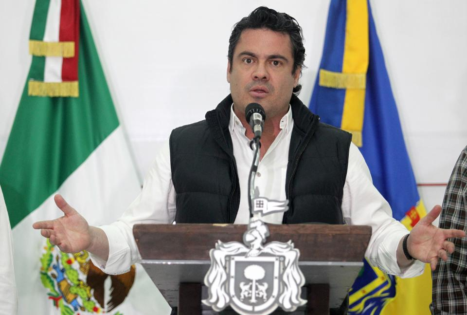 EL GOBERNADOR NO DESCARTA POSIBLE SUICIDIO…    Localizan cuerpo de uno de los  jóvenes desaparecidos en Jalisco
