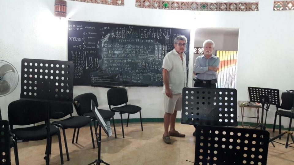 Sin avance el problema del salón de música de la Isla del Río Cuale
