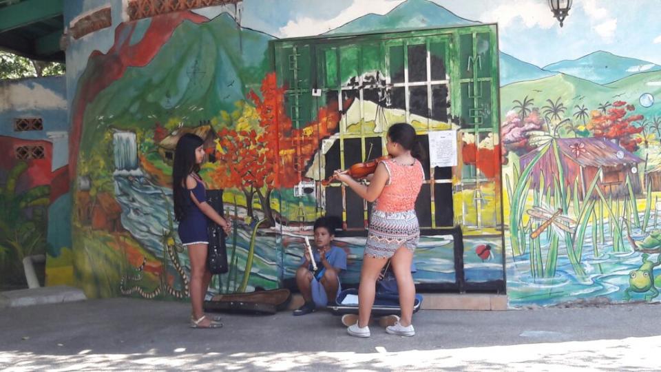 Exigen padres de familia acceso al salón  de música de la Isla del Rio Cuale