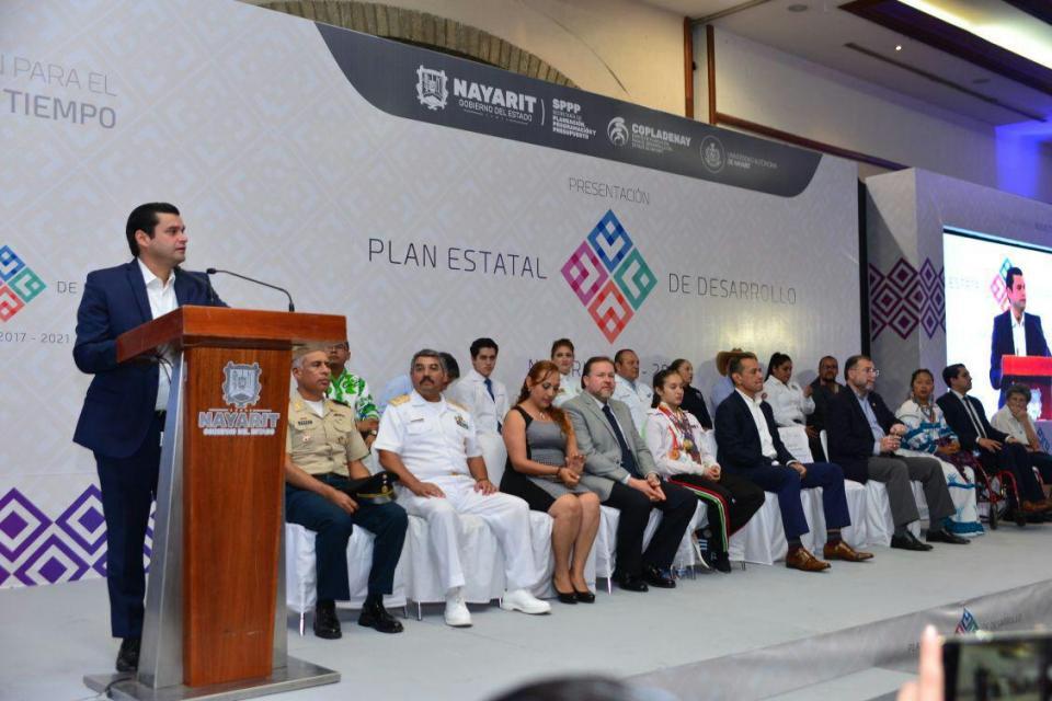 Presenta Toño Plan de Desarrollo  para un nuevo Nayarit