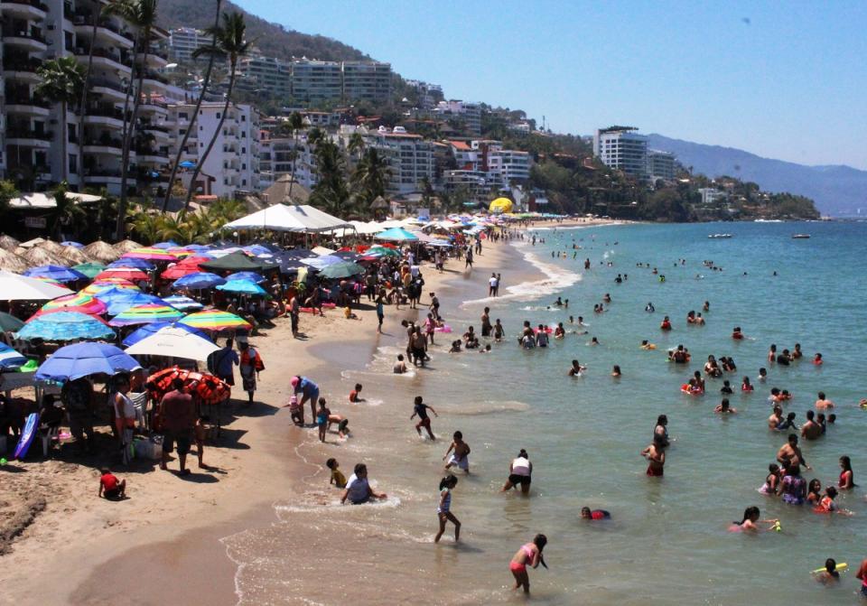 Hubo menos bañistas en las  playas de Puerto Vallarta