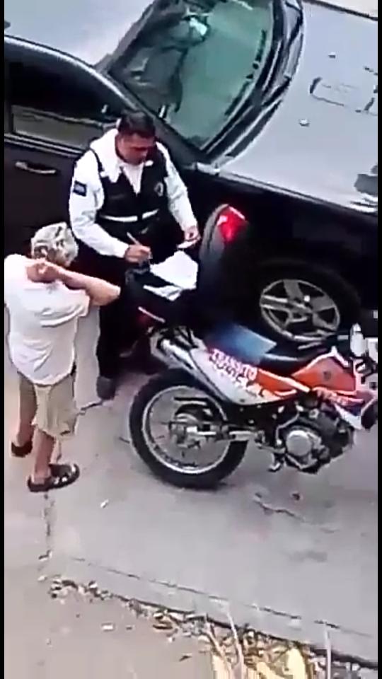 """Acepta tránsito que pidió  """"mordida""""… y lo sancionan"""