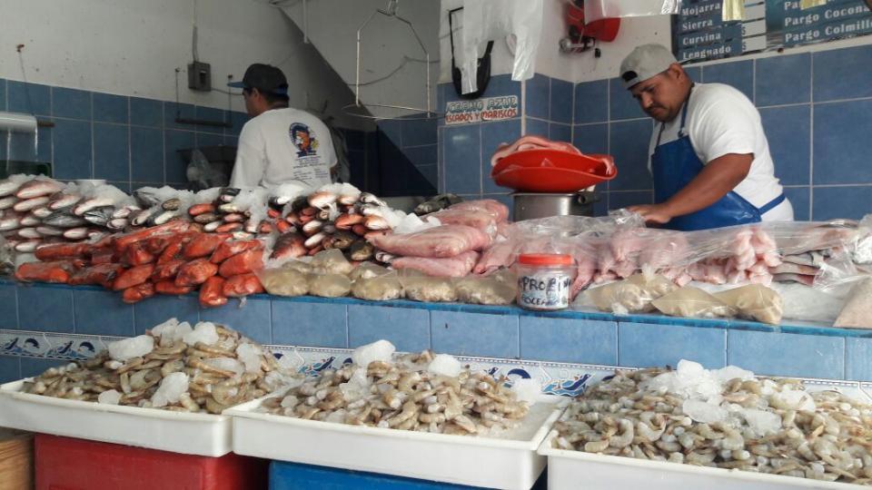 Baja un poco las ventas  de pescaderías en PV