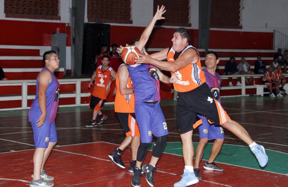 """Sigue en """"Stand by""""  liga de Basquetbol"""